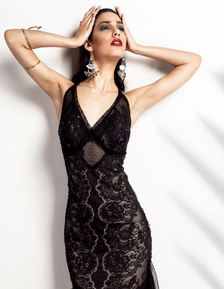 Black Angel| Μαύρο maxi φόρεμα από Γαλλική δαντέλα με ξεχωριστό design. Χαρακτηρίζεται από μία διακριτική κομψότητα και πολυτέλεια, για όσες θέλουμε να ξεχωρίσουμε και να μείνουμε διαχρονικές. Τούλια, δαντέλες, μουσελίνες είναι τοποθετημένες στο κάτω μέρος του φορέματος για να το απογειώσει. Όσο για την πλάτη…απλά απολαύστε την!Για κάθε είδος event. Material: French Lace
