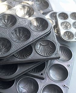 Beautiful vintage baking tins make great junk drawer organizers or jewelry organizers or candy dishes