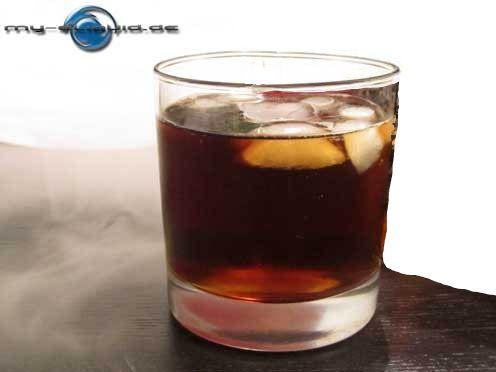 Whisky Cola eLiquid  → →  Wie der weltweit beliebte Longdrink ist auch das Whisky Cola Liquid ein spitzen Blend für die Vermählung von kräftigen & süßen Aromen in Ihrer e-Zigarette. ►►  Inhalt der Whisky Cola Liquids    Rein pflanzliches Glycerin (VG) E422 (DAB), Propylenglycol (PG) E1520 (Ph. Eur.),  Aromen. Auf Wunsch auch mit oder ohne Nikotin. ◄◄  Das Whisky Cola Liquid für e-Zigaretten gibt es bei uns im Shop auch ohne Nikotin.