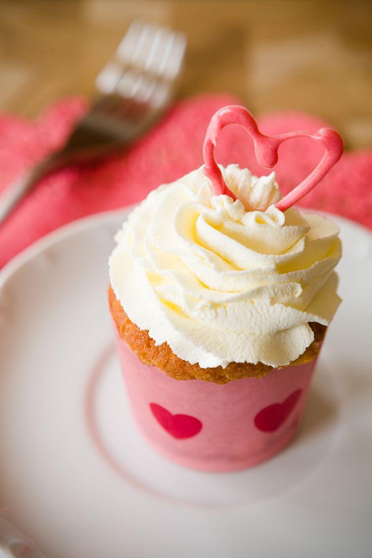 White Chocolate Amaretto Cupcakes