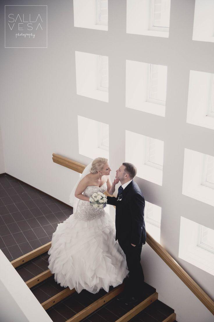 Wedding portraits / hääpotretit kirkossa @ Ristinkirkko Lahti //  © valokuvaaja Salla Vesa // salla.vesa (a) gmail.com // https://www.facebook.com/sallavesaphotography / valokuvaaja Lahti Hollola