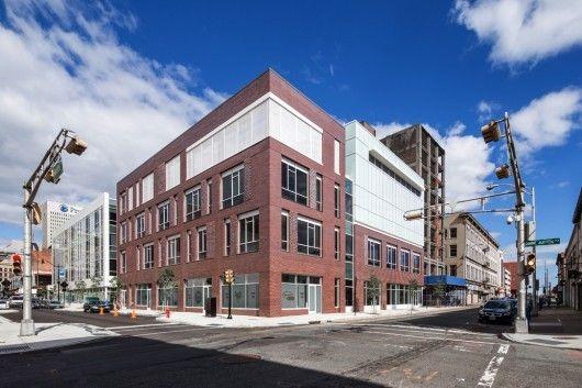 230 Halsey Street, Newark, New . Image © Steven Size, Courtesy of Richard Meier & Partners