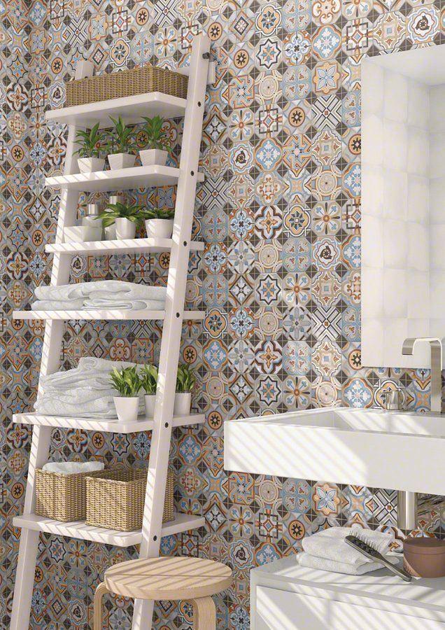 escalera de almacenaje - azulejos antiguos