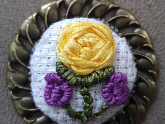 Etamin kumaş üzerine kurdele nakışı işlenmiş el emeği kolyem bir çok etamin kolye ve aksesuar için hanimisi.com profilimi inceleyebilirsiniz