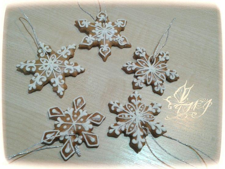 Hópihe karácsonyfadíszek by TMJcreative./Snowfalke gingerbread cookies by TMJcreatove.