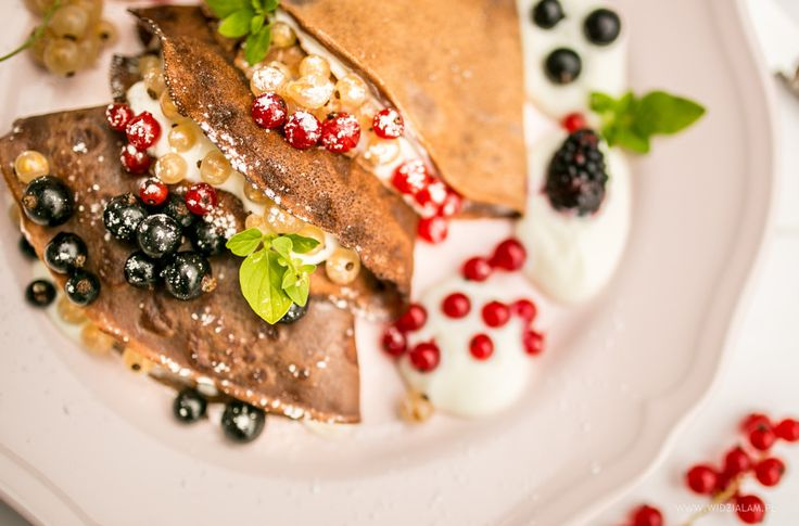 chocolate pancakes with berries