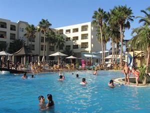 Tunesie Golf Van Hammamet Hammamet  De eerste zonnestralen bereiken uw kamer het is tijd voor een nieuwe dag. Wat zult u nu weer nemen als ontbijt? Na het ontbijt moet u alweer kiezen. Neemt u een duik in het royale zwembad of...  EUR 361.00  Meer informatie  #vakantie http://vakantienaar.eu - http://facebook.com/vakantienaar.eu - https://start.me/p/VRobeo/vakantie-pagina