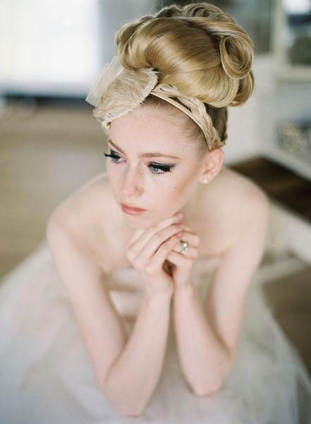 retro wedding hair with a big lace bow