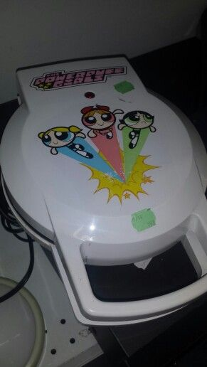 POWERPUFF GIRLS WAFFLE MAKER: If I made waffles often, this would so have been mine.    The inside was a big swirl.  I'm not going to lie,  I really wanted it.  Mojo Eggo!