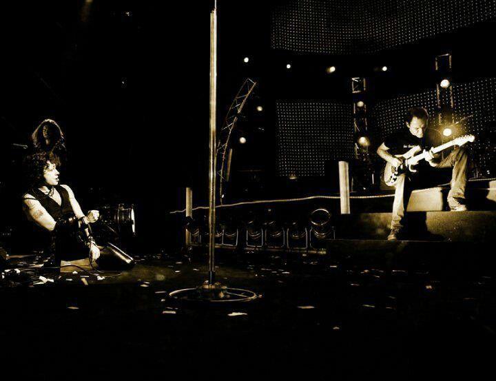 Bonita imagen. ..Bunbury y Juan Valdivia