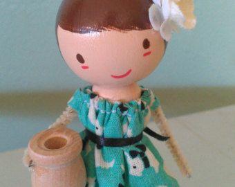 Girl with White Cap par LittleBun sur Etsy
