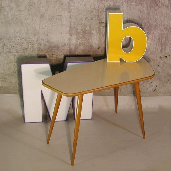 Kidney-shaped table. 1950 - 1955. / Nierentisch der 50iger Jahre aus Holz. / intage mesa de madera con forma de riñón. 1950 - 1955.
