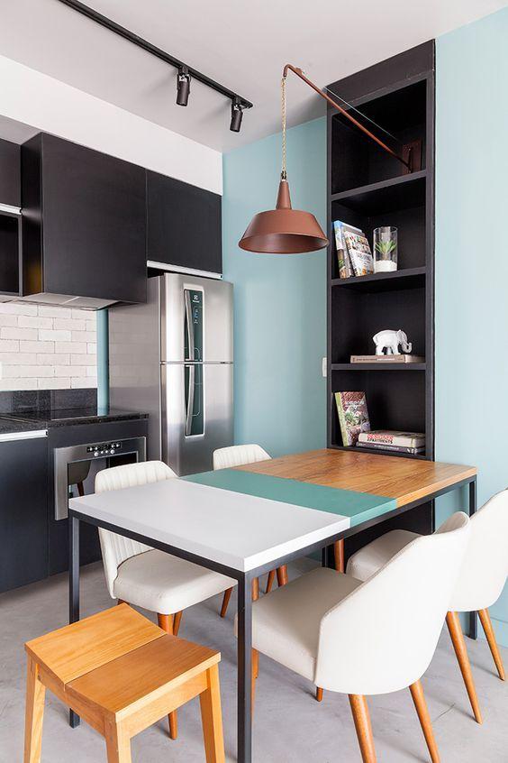 Cozinha retrô com detalhes azul tifany