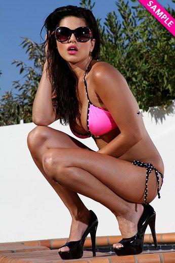 Sunny Leone - letölthető exkluzív bikini videókat és fotókat!