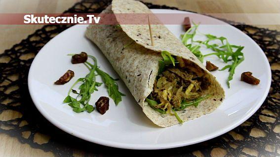 Tortilla ze słodko-ostrą sałatką z indyka