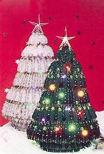 Green Beaded Safety Pin Christmas Tree - Free Pattern for Lighted Beaded Safety Pin Tree