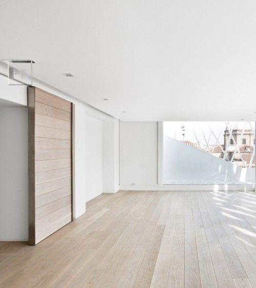 Colour of floor boards and wooden sliding door