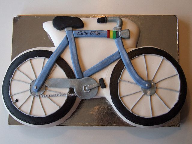 Bicycle cake - I like the detail and the colors, but will probably want to do something out of cupcakes . . . see the other 'bicycle cake' pins on this board.