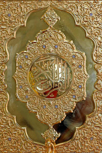 golden Quran cover. Wow, gorgeous! A piece of art!