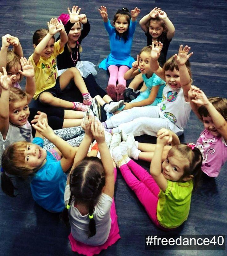 #БУДНИ_FREEDANCE40   Наши детки-конфетки после тренировки.  Позитив этой фотографии зашкаливает!  #freedance40 #freedance #фриденс #gagarina20a #гагарина20а #школатанцев #фитнесклуб #танцевальныйцентр #танцывобнинске #танцыдлядетей