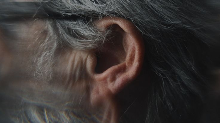 There are at least 500,000 people with hearing impairment in Switzerland, about 10,000 of them are considered to be totally deaf. Most deaf people don't consider themselves disabled, because they are able to do everything – except hearing. Here you'll find six strong personalities, in the midst of life.