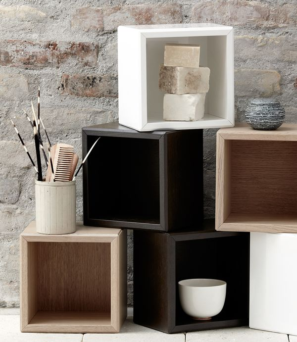 Mix and match with the small Calidris cubes, Available in highgloss white, light oak and dark oak.