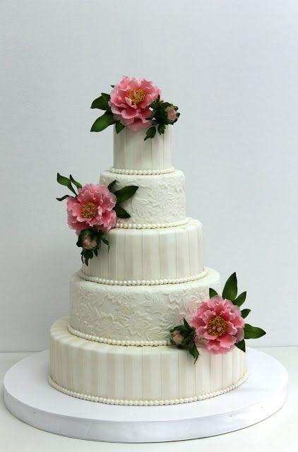 Tort nunta cu bujori roz
