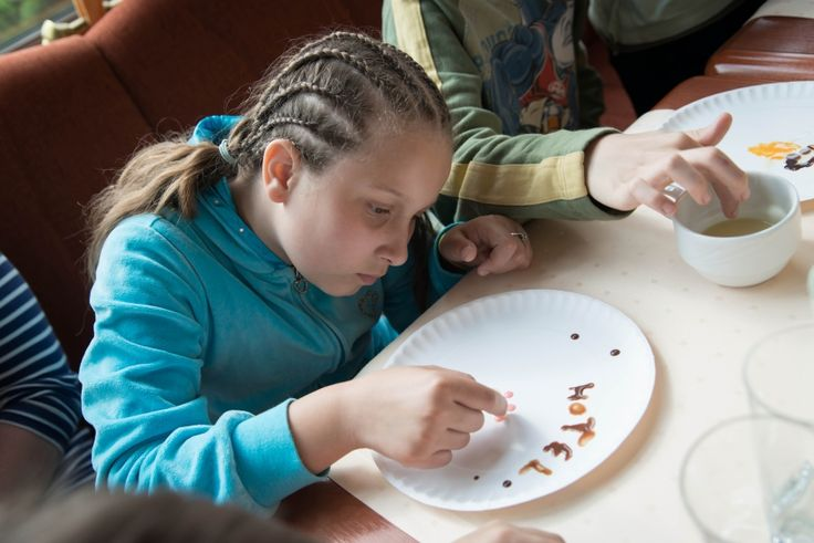 Workshops on painting with chocolate in the hotel restaurant