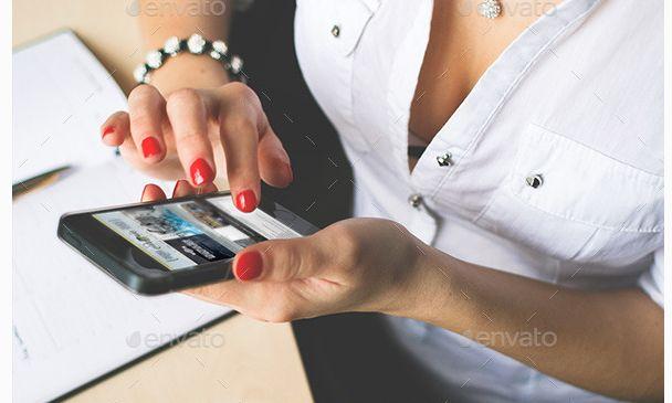 25 Premium Mobile Mockup Designs