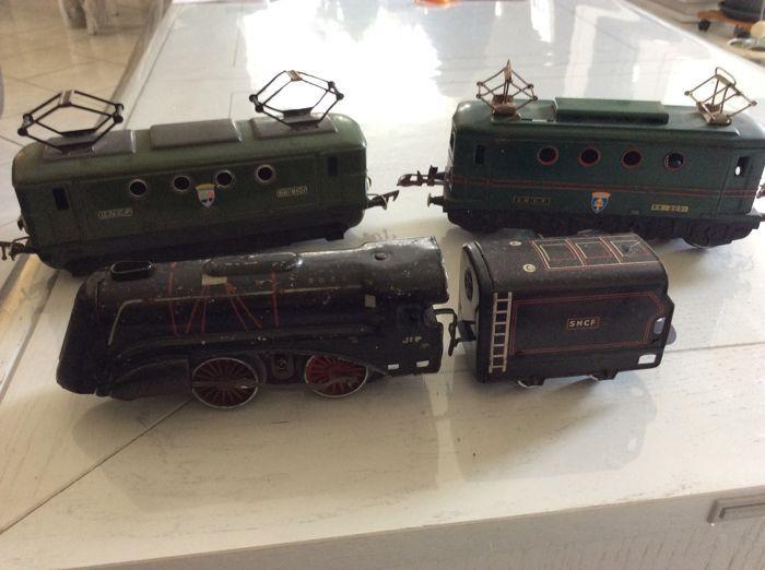 """Schaal 0 - JEP - 3 locomotieven: 2 x E - BB - 8000 & 1 x stoom loc  Schaal 0 - JEP - 3 locomotieven: 2 x E - BB - 8000 & 1 x stoom loc Een locomotief BB-8051 """"Saint Dié des Vosges"""" met licht aan één kant niet getest.Een locomotief BB-8101 """" """"Haute Saone"""" met licht aan één kant niet getest.Een stoom locomotief JEP met zijn tender niet getest.De foto's zijn een onderdeel van de beschrijvingVerzending met colissimo.  EUR 1.00  Meer informatie"""