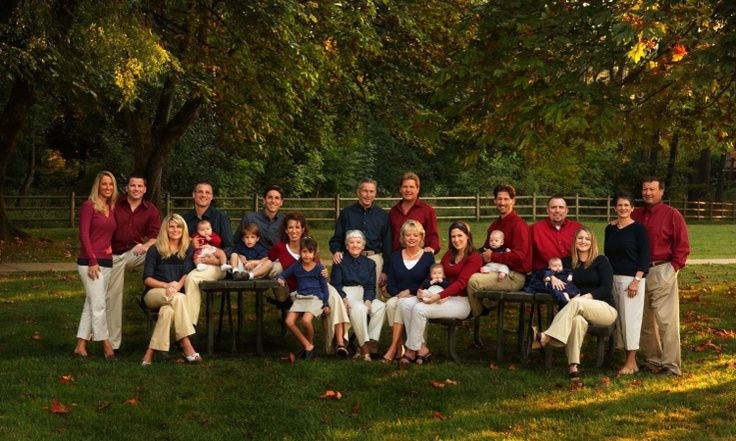 I like how each family is in the same color ...large family photo shoot ideas pinterest | Large family