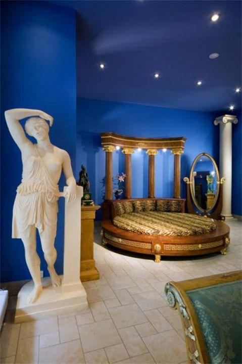 Maaaan!! Greek-Themed Bedroom!!