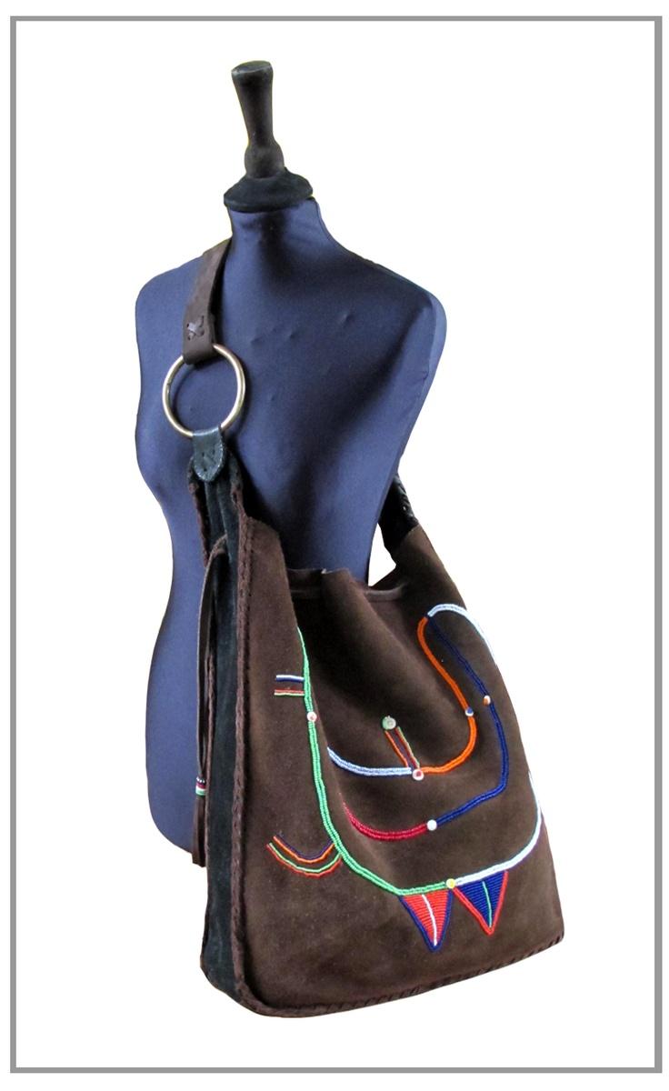 Anna Trzebinski - Los diseños de esta controversial diseñadora de moda de origen alemán, estan inspirados en las tribus Africanas de los Maasai y Samburu.