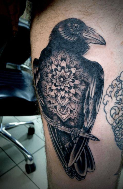 Les 25 meilleures id es de la cat gorie tatouage corbeau sur pinterest - Tatouage corbeau signification ...