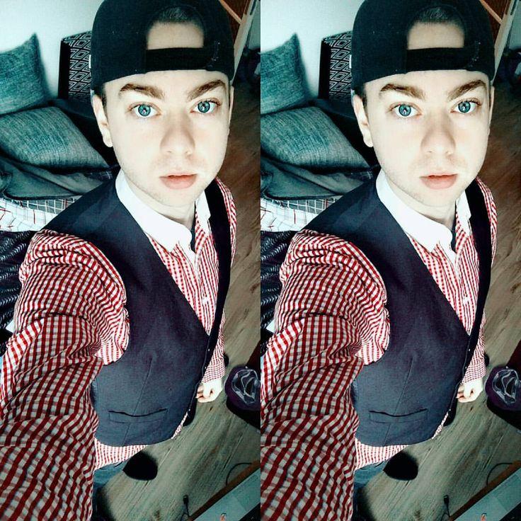 Hmmm i have no idea… #VikincA #vain #boring #red #blueeyes #bigblueeys #fashion #glam #lifestyle #like4like #instagood #instame #instago #instagram #february #fab #ijustwannabeme #memyselfandi...