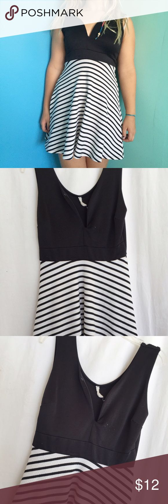 gorgeous striped low neck dress have a fancy occasion coming up? or need a date night dress? this gorgeous piece is in great condition and is very flattering. Dresses Midi
