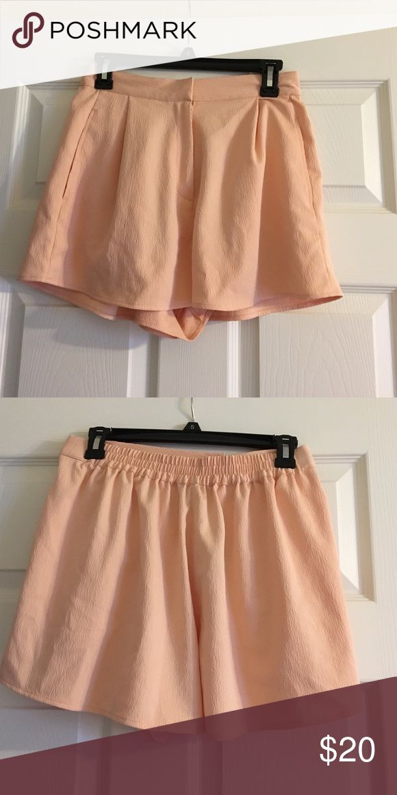 Peach Topshop Shorts Peach TopShop shorts with elastic waist in the back. Loose fit. EUR 38, US 6, UK 10 Topshop Shorts