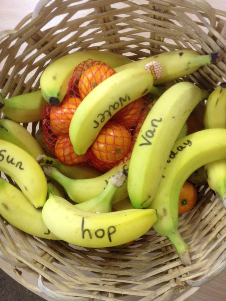 Phonic bananas- such a great idea for the EYFS snack table! From @winderley