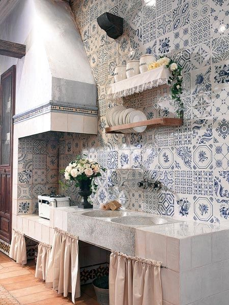 Bright vibrant colours, stunning floral murals and complementary dado mouldings…