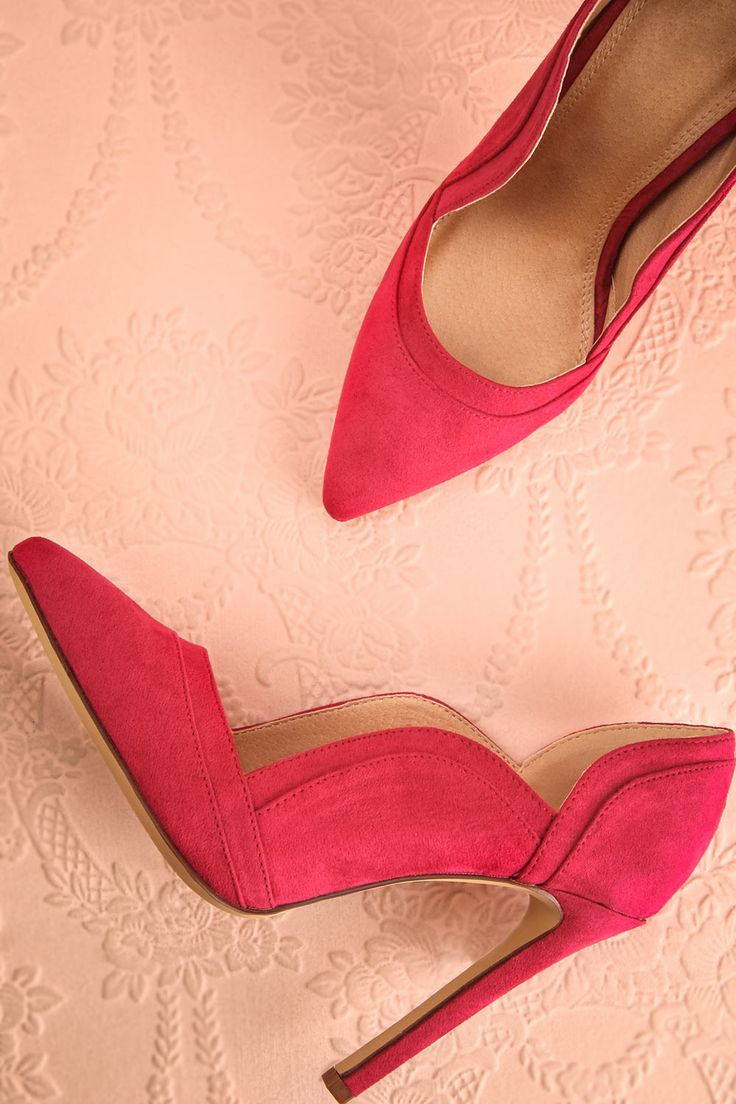 Dans la garde-robe de Carrie Bradshaw, les chaussures occupent une place plus…