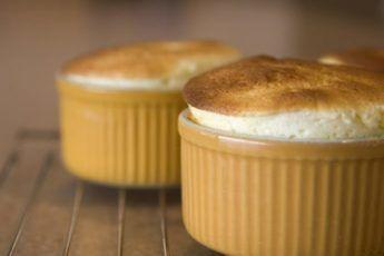 Десерт никто не отменял: низкокалорийное яблочно-творожное суфле за 5 минут!