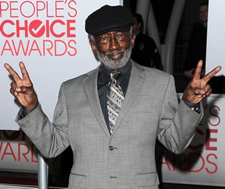 Earl, the Williamsburg Diner cashier with X-Ray vision sounds like trouble! Comedian and '2 Broke Girls' star Garrett Morris sits down with Zap2it to talk about his first kiss, and quite a bit more.