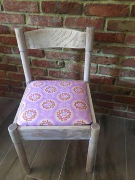 Metamorfoza krzesła, którą przeprowadziła pani Eliza z pomocą tkaniny z kolekcji Weekends zaprojektowanej przez Erin Mc Morris