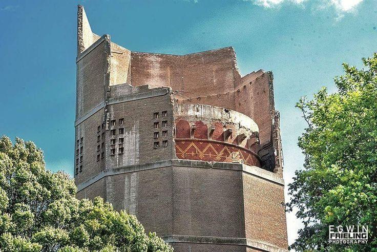 De oude watertoren komt tevoorschijn bij het ontmantelen. Prachtig!