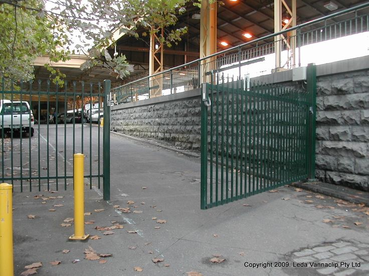 Leda's Swing gate single leaf is constructed using mild steel hollow sections mitred and welded to shape. SHS vertical bars will be mounted at 140 cm