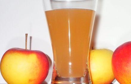 SUCCO DI FRUTTA ALLA MELA SENZA ZUCCHERO - www.iopreparo.com: è una bevanda delicata, rinfrescante e nutriente che piace anche ai bambini. Le mele sono antiossidanti, ricche di acqua, fibre e vitamine.