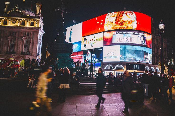 Hippe Läden, coole Cafés, weltberühmte Sehenswürdigkeiten, zahlreiche Modegeschäfte und bunte Märkte — ein Trip nach London ist immer ein spannendes …