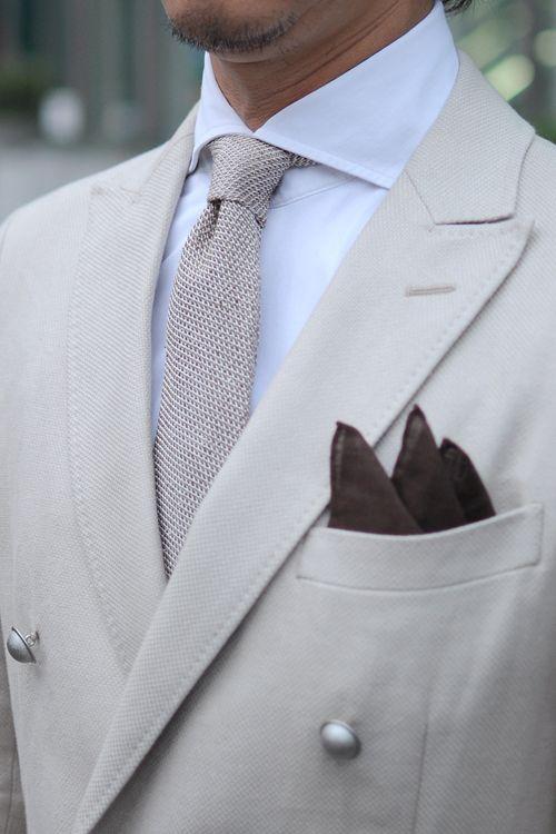 リネンコットンのブレザー+ニット生地使用のホリゾンタルカラーシャツ+シルクリネンのネクタイ+リネン100%のポケットチーフ