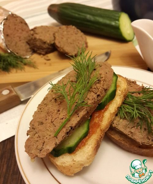 """Печеночные колбаски """"Лайт"""""""": Печень говяжья (можно брать любую печень, которую вы любите) — 650 г Крупа кукурузная (сухая) — 1/2 стак. Лук репчатый — 1 шт Масло растительное (""""Олейна"""") — 2 ст. л. Специи (соль, перец, мускатный орех) Яйцо — 1 шт"""