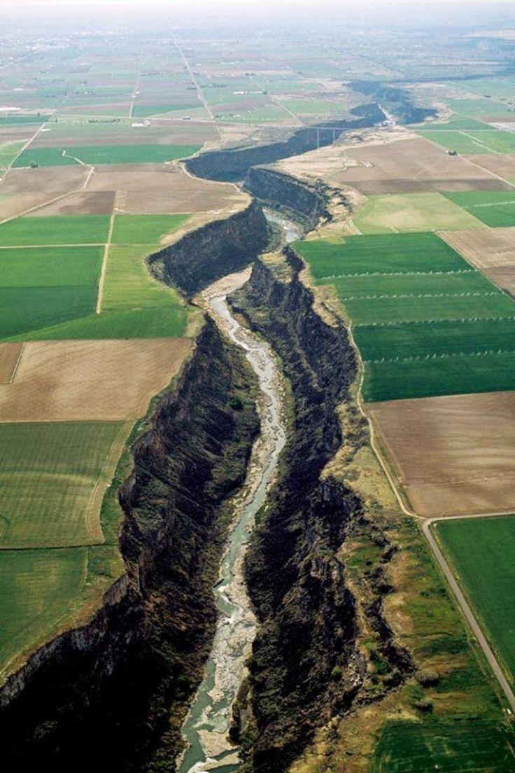 The Snake River Canyon near Twin Falls, Idaho | The wonders of our earth up close and personal.  #twinfalls #canyon #idaho visitidaho.org